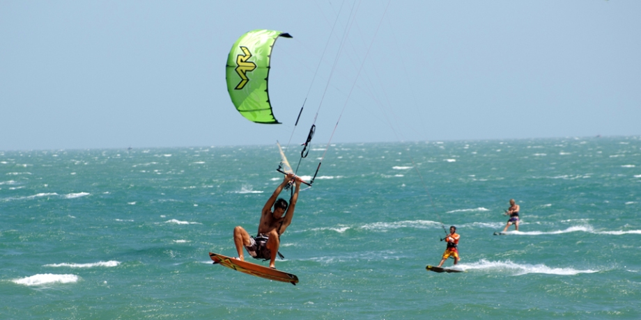 WFH_kitesurfing02
